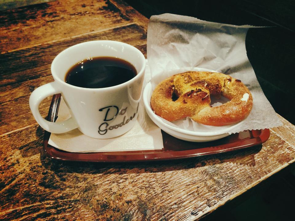 コーヒーと、クリームチーズプレッツェル