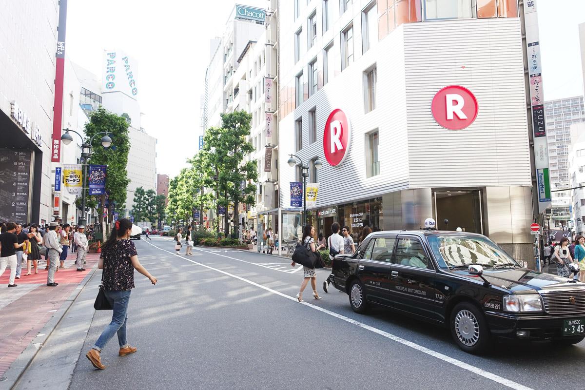 渋谷公園通りに突如現れた楽天カフェ