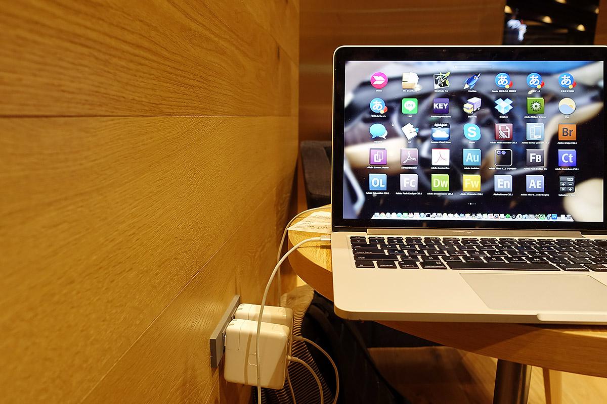 DSC00313 噂の楽天カフェに行ってきた!実測28.91MbpsのフリーWi Fi(無線LAN)、電源コンセントが自由に使えて「よなよなエール」も注文できる